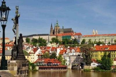 Prag - 1. maj: 690 din i 99€, za 2 noćenja sa doručkom i prevoz
