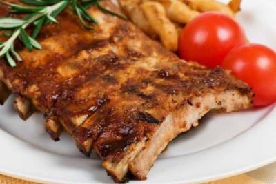 zapeena, svinjska, rebra, u, medu, sa, prilogom, vitaminska, salata, i, desert, za, dve, osobe, u, restoranu, vespa, bar
